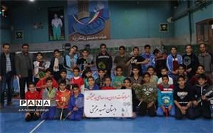برگزاری مسابقات درون مدرسه ای بدمینتون دبستان شهید مرحمتی یزد