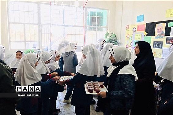 ایستگاه صلواتی دانش آموزان دبستان زکیه مروست بیاد سردار دلها