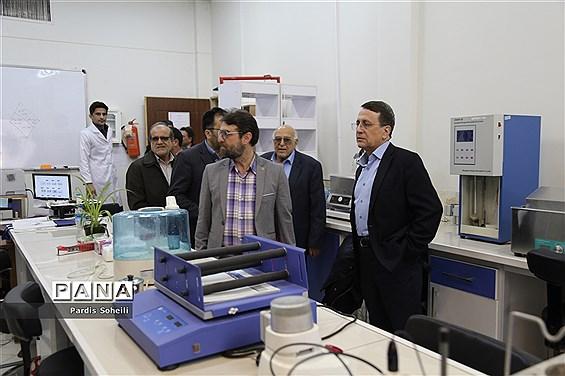 بازدید معاونت دانشگاه علوم پزشکی تهران  و نماینده وزرات بهداشت از دانشگاه آزاد واحد شهرقدس