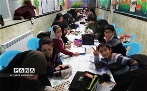 مسابقه نقاشی همگانی مادران و پسران در دبستان علامه حلی 1 دوره اول برگزار شد