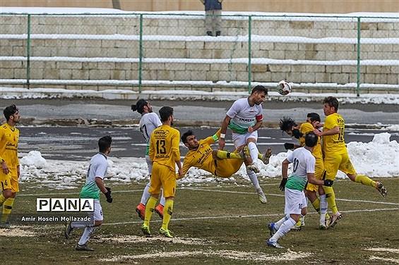دیدار تیم های فوتبال نود ارومیه و آلومینیوم اراک
