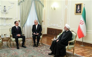 روحانی : ملتهای مستقل در برابر فشارها و توطئههای آمریکا پیروز خواهند شد