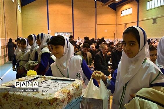 آیین سیل مهربانی همکلاسی ها در کرمانشاه