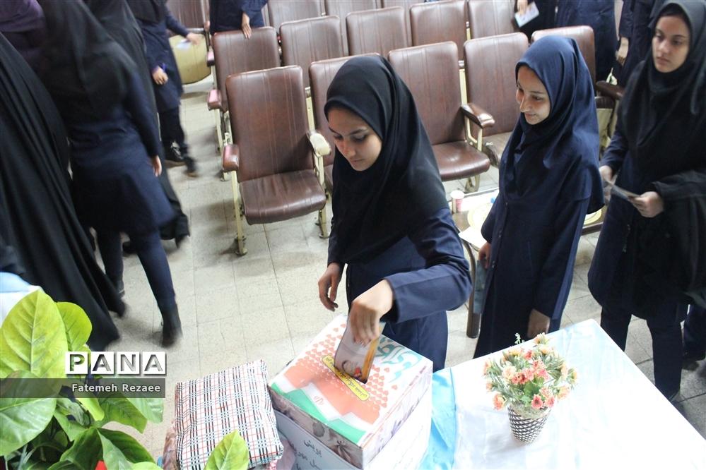 سیل مهربانی همکلاسیهای