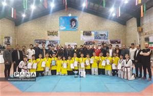 کسب مقام قهرمانی تکواندو پسران منطقه19