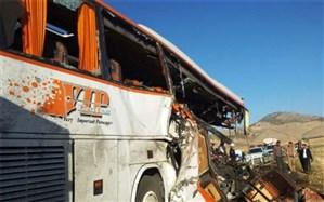 تصادف اتوبوس با کامیون در مهریز ۱۱ زخمی بر جا گذاشت
