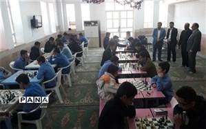 رقابت 80 دانش آموز در مسابقات شطرنج دانش آموزان  زارچ