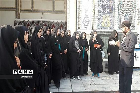 دانش آموزان دبیرستان سیدالشهدا ابرکوه در مشهد