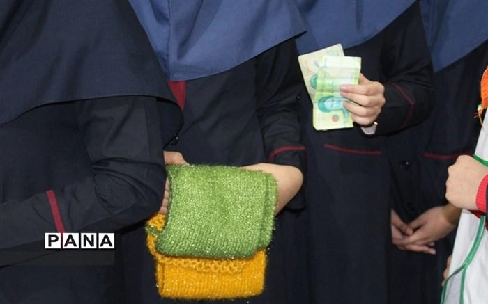 """اجرای طرح """"دومین سیل مهربانی همکلاسی ها"""" در مدرسه ریحانة النبی همدان"""