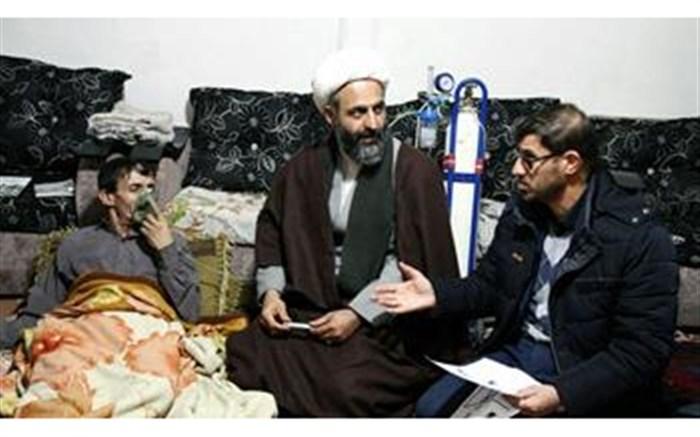 برخی اهالی شورجه زنجان با هیزم خود را گرم می کنند