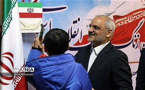 نواختن گلبانگ انقلاب اسلامی با حضور وزیر آموزش و پرورش