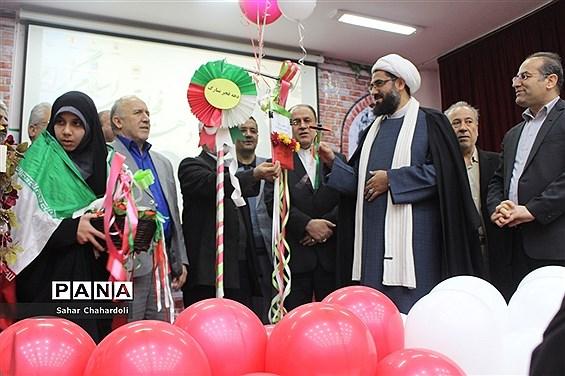 نواخته شدن گلبانگ انقلاب در مدارس استان همدان