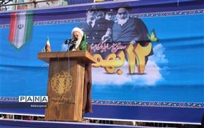 امام خمینی (ره) همانند آهنربا ی مغناطیسی ، طیف وسیعی از دل های شیفته عدالت ،آزادی و اعتماد به نفس را به خودش جذب کرد