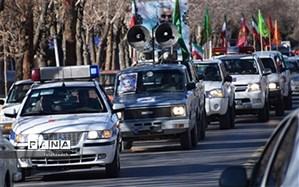 رژه خودرویی نیروهای مسلح به مناسبت آغاز دهه فجر در ابرکوه برگزار شد