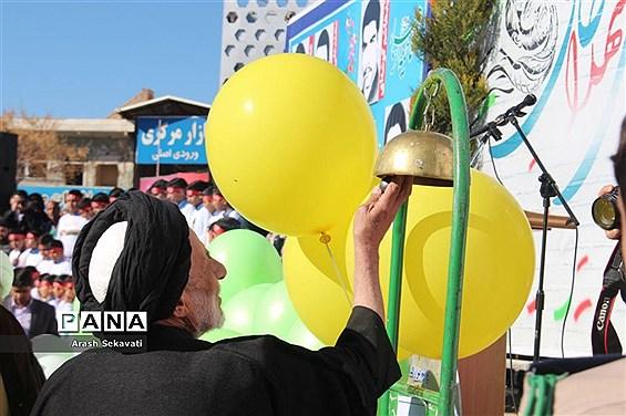 تجدید پیمان مردم شهرستان بیرجند با سالگرد اولین روز ورود امام خمینی