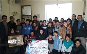 دیدار دانش آموزان دبیرستان شهید مطهری  ابرکوه با خانواده شهید صحافی