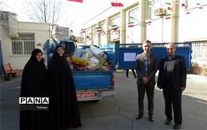 ارسال کمکهای فرهنگیان و دانشآموزان منطقه8 به مناطق سیل زده