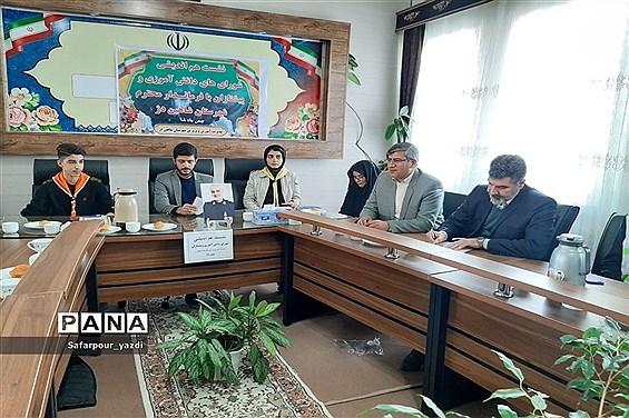 نشست هم اندیشی شوراهای دانشآموزی و پیشتازان در شهرستان شاهین دژ
