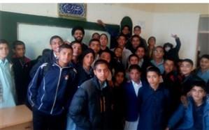 رئیس اتحادیه انجمن های اسلامی خبر داد: نواخته شدن زنگ انقلاب در مدارس استان با رنگ فرهنگی تبلیغی