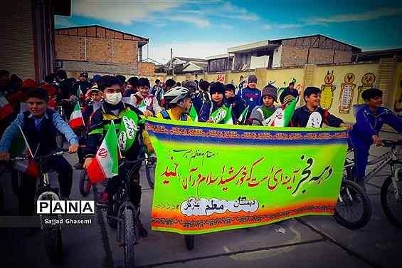 همایش دوچرخه سواری ویژه مدارس به مناسبت دهه فجر و هفته هوای پاک