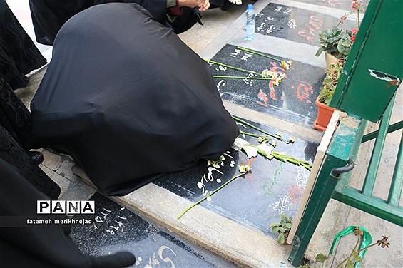 غبار روبی و عطر افشانی مزار شهدا به مناسبت دهه فجر منطقه یک