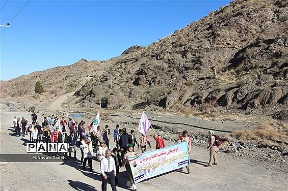 کوهپیمایی پیشتازان سازمان دانش آموزی استان خراسان جنوبی