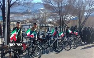 شرکت دانش آموزان دبیرستان معارف سامان در همایش دوچرخه سواران