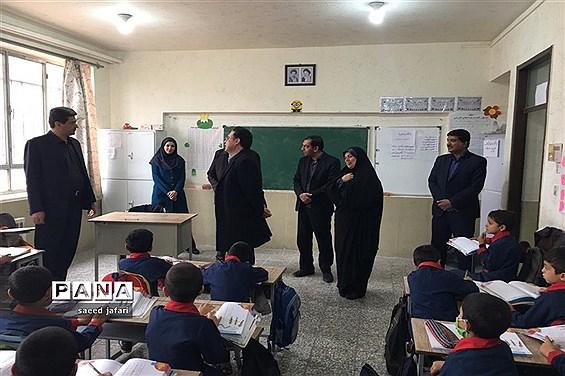 بازدید فرماندار شهرستان یزد از دبستان ناحیه یک یزد