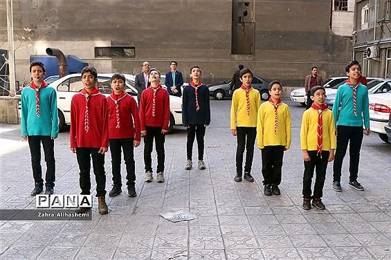 اجرای سرود برای کارکنان اداری وزارت آموزش  و پرورش