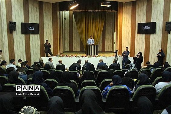 دیدار تشکل ها و نخبگان  دانش آموزی با مدیرکل صداو سیمای خوزستان