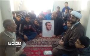 دیداردانش آموزان آموزشگاه امام هادی با خانواده معظم شهدا منطقه12