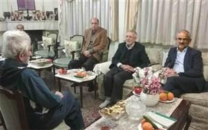 دیدار وزیر آموزش و پرورش با سیدمحمدکاظم نائینی فرهنگی بازنشسته