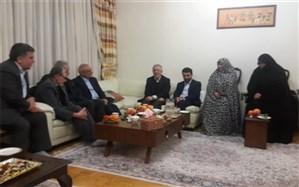 دیدار وزیر آموزش و پرورش با همسر شهیدفرهنگی محمودضیا بشرحق