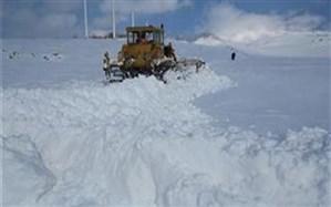 کولاک شدید راه دسترسی ۲۴۰ روستای آذربایجانغربی را بست