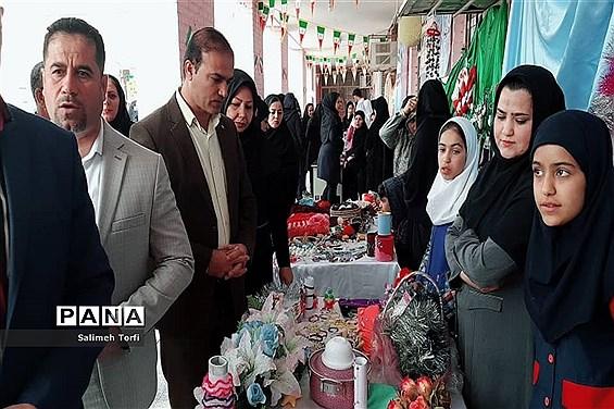 جشنواره صنایع دستی و غذاهای سنتی به میزبانی هنرستان کاردانش طوبی در شهرستان حمیدیه