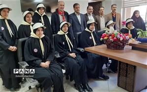 تبریک دهه مبارک فجر توسط پیشتازان سازمان دانش آموزی منطقه ۱۱ به همکاران اداری