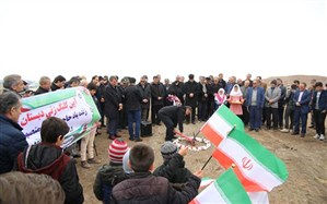 کلنگ ساخت مدرسه خیرساز زنده یاد منصوره یخدانی روستای (کِه) شهرستان میانه بر زمین زده شد