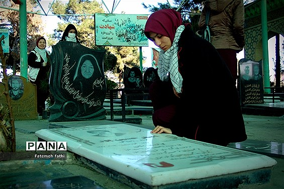 مراسم غبارروبی آرامگاه شهدا توسط دانشآموزان چهاردانگه