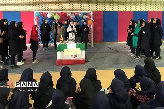 برگزاری آیین چهل و یکمین سالگرد پیروزی انقلاب اسلامی درمدارس شهرستان حمیدیه