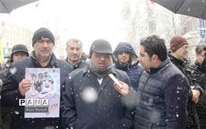 دانش آموزان و قشر جوان علمداران انقلاب اسلامی هستند