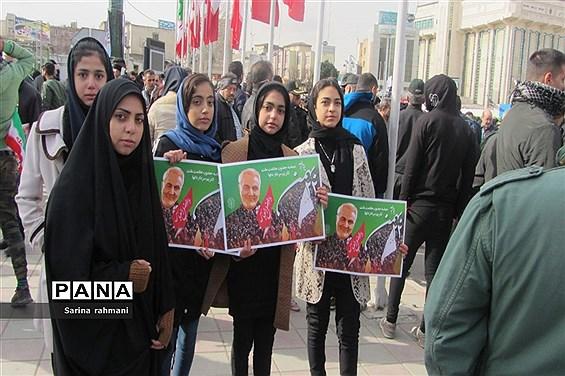 حضور آحاد مردم در راهپیمایی ۲۲بهمن در کرمانشاه