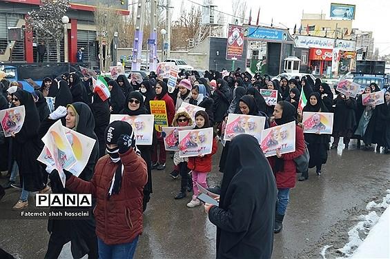 راهپیمایی یوم الله 22 بهمن در شهرستان فیروزکوه