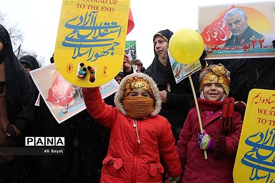حضور پرشور مردم همدان در راهپیمایی ۲۲بهمن