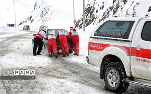 هلال احمر بروجرد به ۲۵۰ خودروی گرفتار در برف امدادرسانی کرد