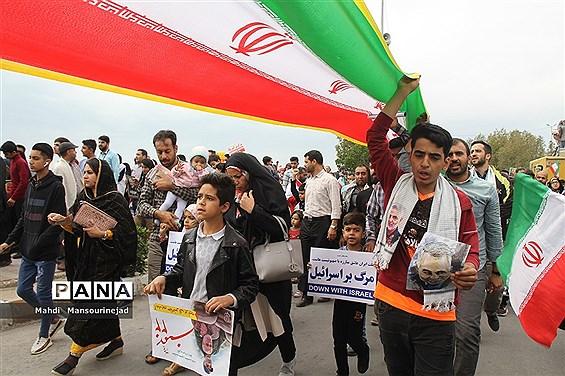 حضور فرهنگیان و دانش آموزان بندرعباس در راهپیمایی 22 بهمن