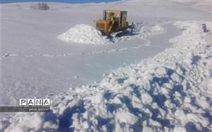 مردم چوقور در محاصره برف؛ راه های ارتباطی قطع شده است