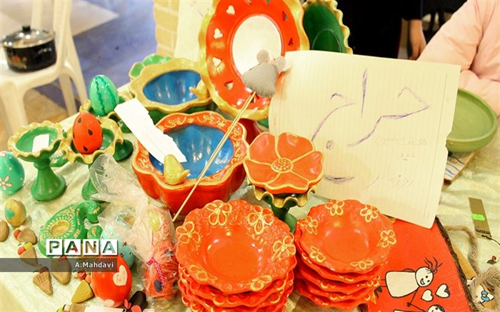 نمایشگاه دست سازه های دانش آموزان