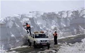 ارتفاع برف در جادههای پیرانشهر به ۶۰ سانتیمتر رسید