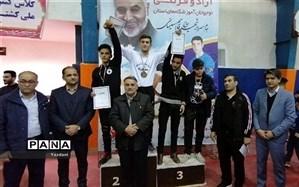 مسابقات کشتی آزاد و فرنگی نوجوانان آموزشگاه های استان