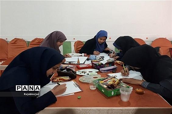 مسابقات هنرهای تجسمی دختران دانش آموزدرابرکوه